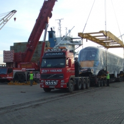 350 ton crane off loading trains