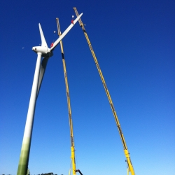 Using Cranes For Wind Turbine Blade Assembly